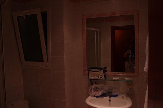 Marion Hotel : ванная, видно, правда, плохо