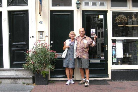 Velvet Amsterdam Bed and Breakfast: Street entrance to B&B