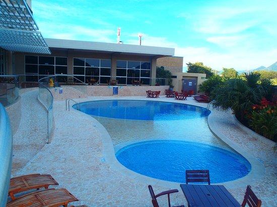 Sonesta Hotel Valledupar: La piscina