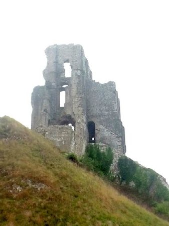 Corfe Castle: Not much left of the tower