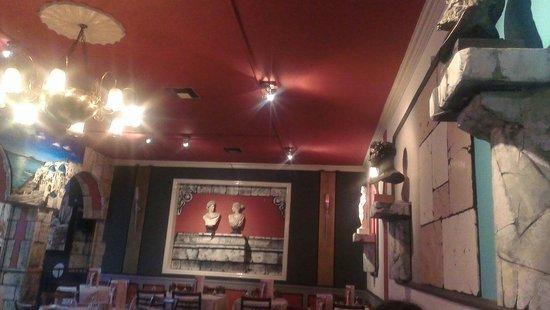 Ulysses Greek Restaurant: Decor
