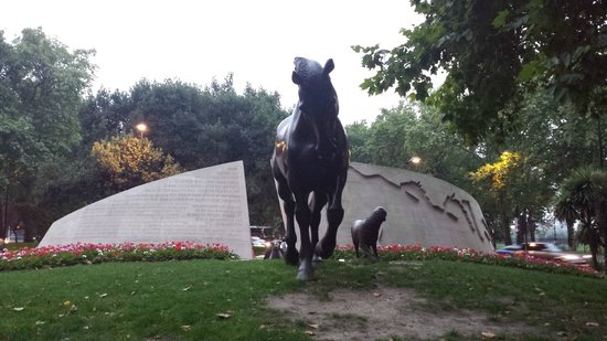 Animals in War Memorial : the back of the memorial