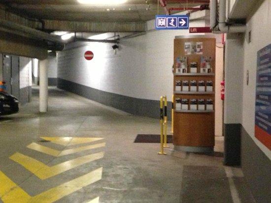 Novotel Gent Centrum: Garage pour petites voitures et experts des maneuvres.vous risquez de ne jamais pouvoir en resor