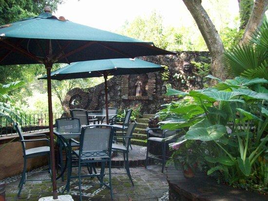 El Rincon del Encanto: Detalle del jardín.
