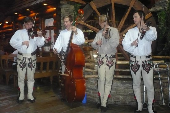 Szalas Restaurant : The resident band on Sunay lunchtime