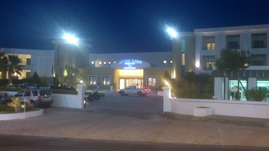 Mitsis Rodos Maris Resort & Spa: Front of the hotel
