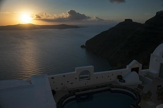 Belvedere Santorini : Sunset from our balcony