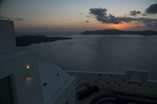 Belvedere Santorini : Sunset from our balcony, different angle