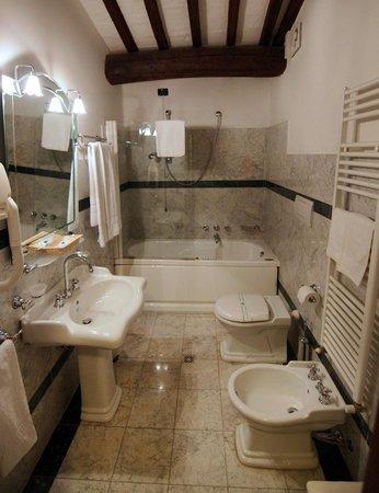 Castel Pietraio: Double superior bath