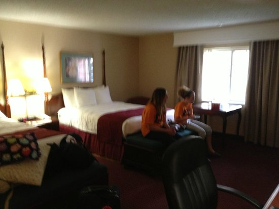 Best Western Greenfield Inn: First floor family sized room