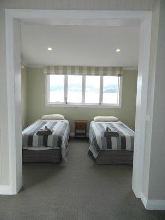 Waihau Bay Lodge: superior unit bedroom