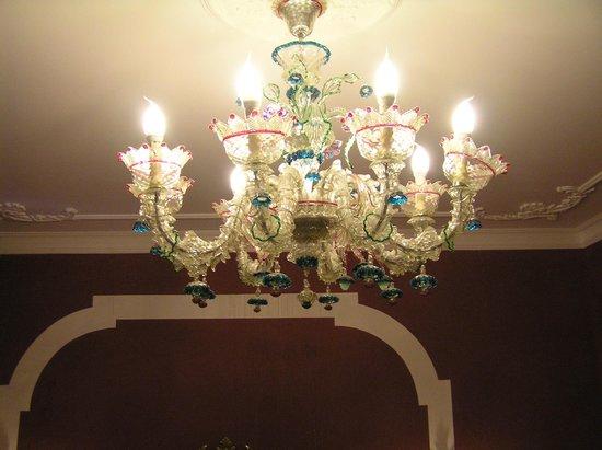 Albergo Ca' Alvise: Murano glass chandelier