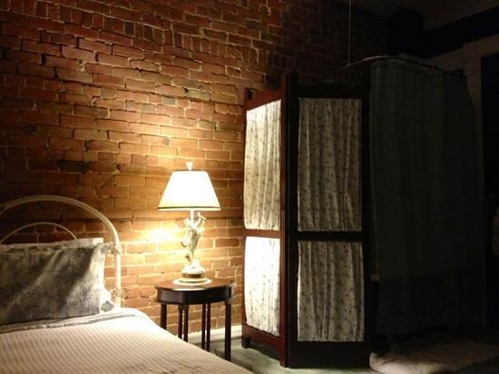 Angelica Blue Bed & Breakfast : Bathroom