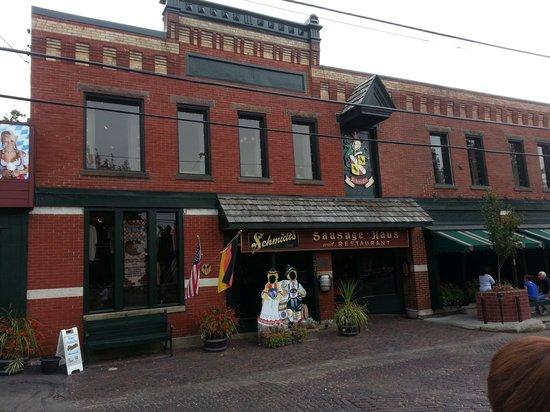 Schmidt's Sausage Haus und Restaurant: Front Entrance