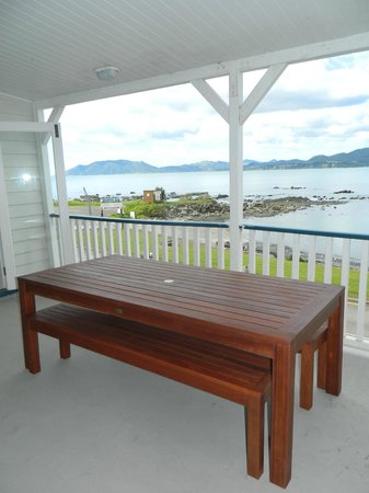 Waihau Bay Lodge: outdoor deck from superior unit