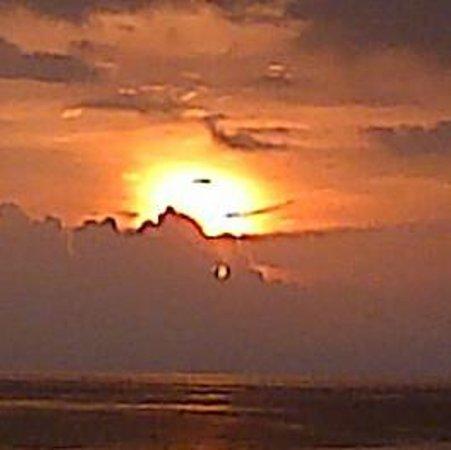 Playas de Puerto Colombia: atardecer en puerto colombia. de conchi