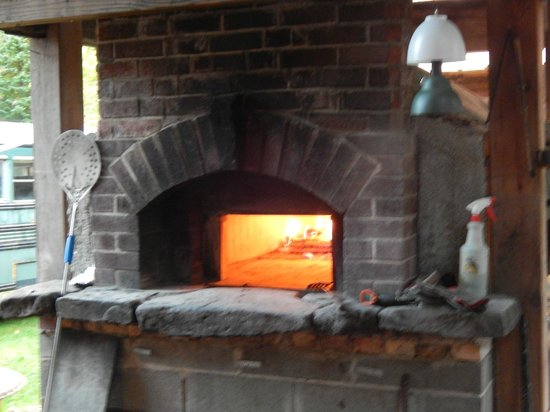 Heston's Lodge: Pizza Oven