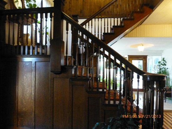 Mansion House Inn: Old wooden staircase