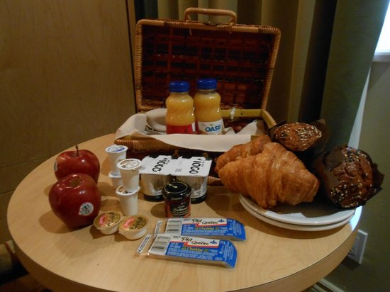 Hotel du Vieux-Quebec: Morning breakfast for two, delivered!
