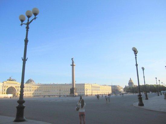 เซนต์ปีเตอร์สเบิร์ก, รัสเซีย: Aspecto de esta amplia plaza.