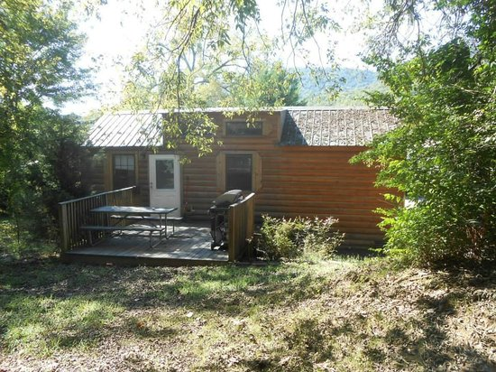 Raccoon Mountain RV Park and Campground: cabin 1