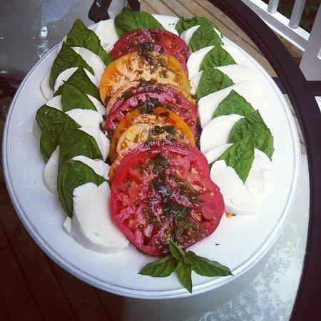 Jillyanna's Woodfired Cooking School: Caprese Salad