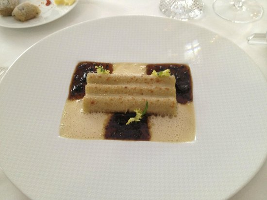 Epicure : Stuffed macaroni with black truffles