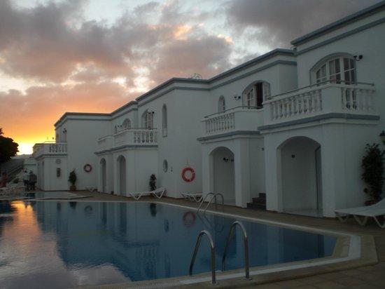 Corona Mar Apartments: la struttura
