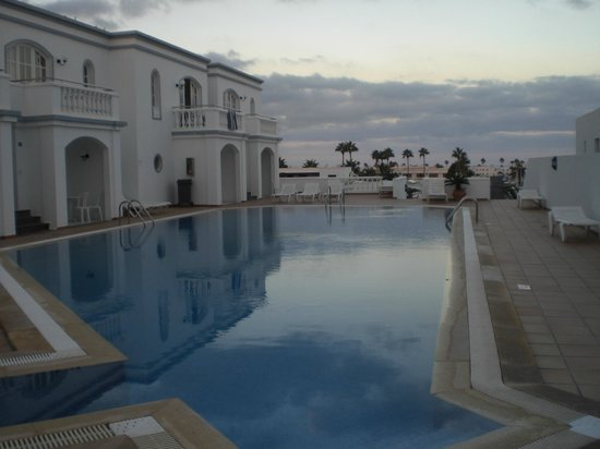 Corona Mar Apartments: panorama