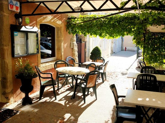 La Farigoule Restaurant-Hotel : Outside dining area, in morning
