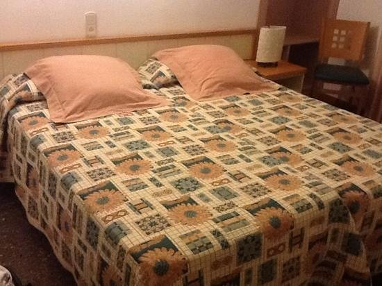 "Hotel Tarongeta : ""Double"" bed: two beds just joined together"