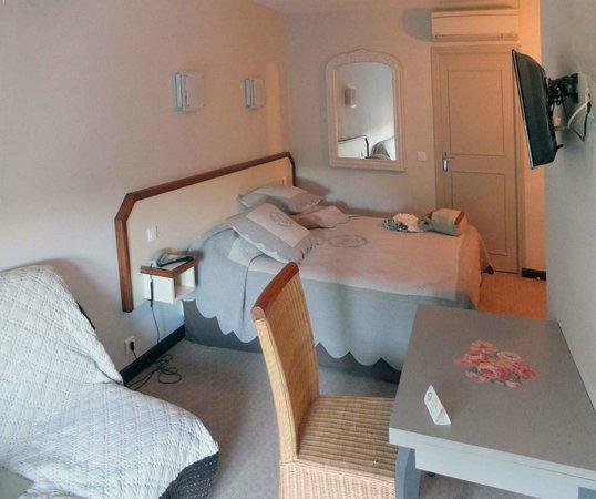 La Farigoule Restaurant-Hotel: Second floor room