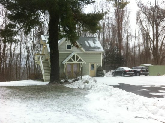 Alpine Haus Bed and Breakfast Inn: Parte externa, acesso às suítes