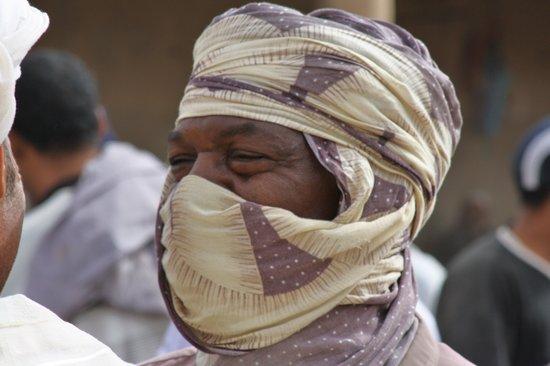 Morocco Experience Tours: hombre del desierto