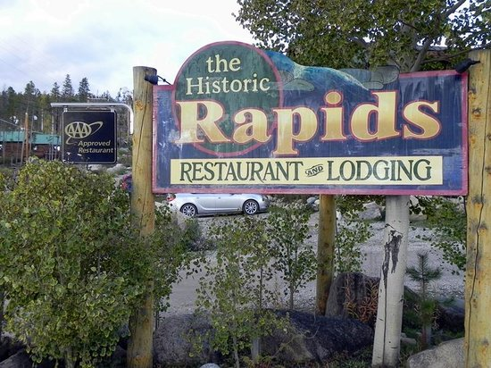 Rapids Lodge: Sign at the Entrance