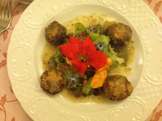 A la Table du Bon Roi Stanislas : Stuffed mushrooms with edible flowers
