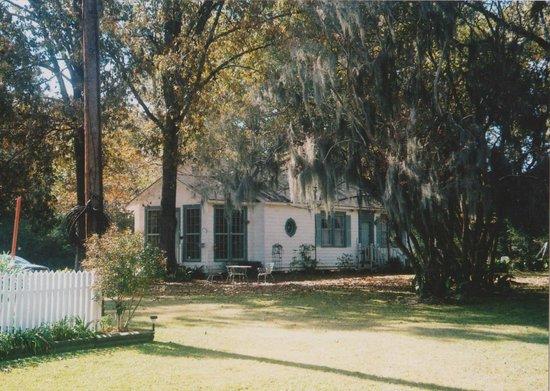 The Myrtles Plantation: Care Takers Cottage