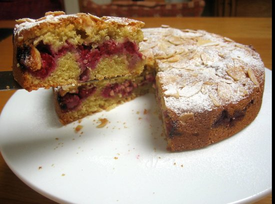 The Dulaig: Raspberry Bakewell cake - with our home grown raspberries