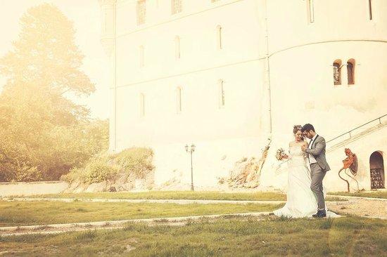 Chateau de Barbegal: Le coté du chateau ou nous avons pris des photos de couple