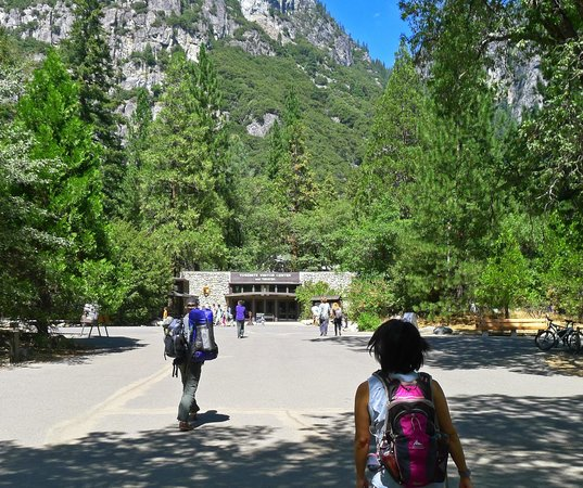 Valley Visitor Center: Centrally located