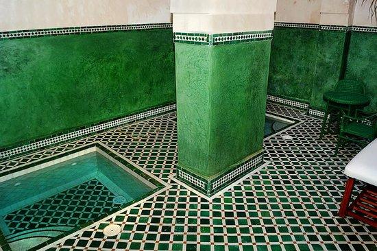 Le Jardin des Biehn : The massage room's plunge pools