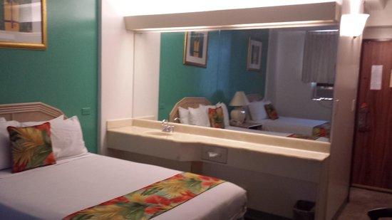 Pagoda Hotel: Weird Bedroom Sink