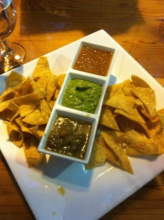 Limones : Appetizers of chips and three excellent types of homemade salsa.