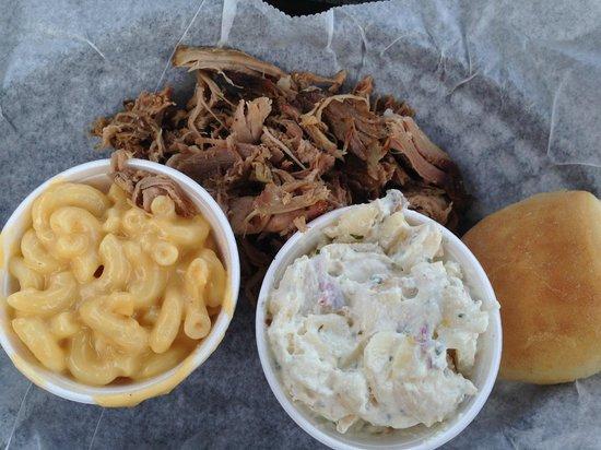 Joe's BBQ: Pork Platter - with mac'n'cheese and potato salad