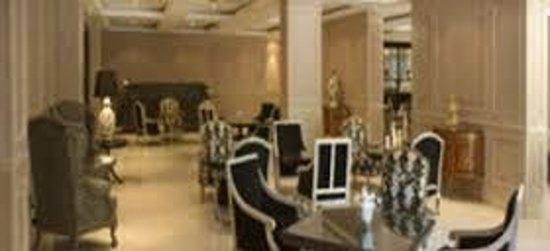 Restaurant Diplomatic Hotel: tomando un cafe