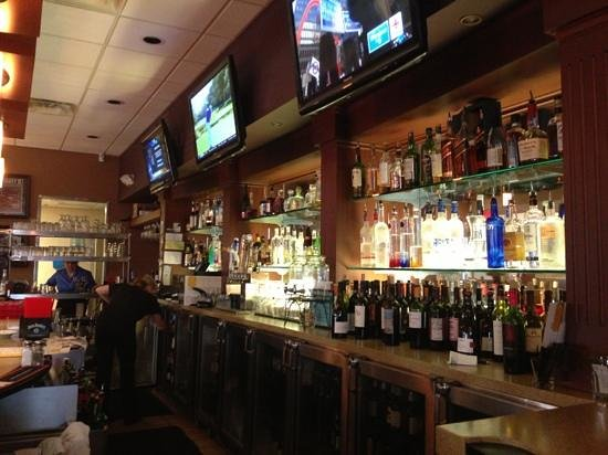Big Tommy's Parthenon: Bar well stocked & presented