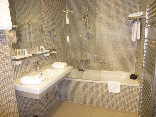 Art Hotel Kalelarga : Room 203 Bathroom