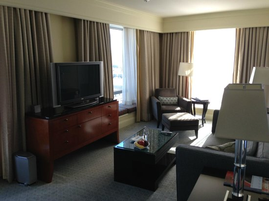 Four Seasons Hotel San Francisco : Guest Living Room (Superior Executive Suite)