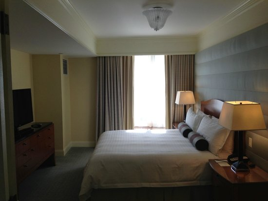 Four Seasons Hotel San Francisco : Guest Bedroom (Superior Executive Suite)
