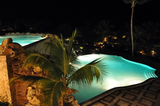 Sanctuary Cap Cana by Playa Hotels & Resorts: The Cascade Pools at night